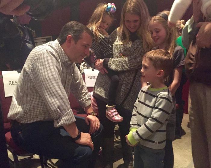 Cruz rouses family-values base in evangelicalrally