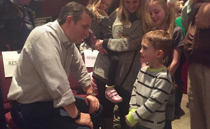 Cruz rouses family-values base in evangelical rally